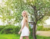 Sensual beautiful girl blonde in summer — Stok fotoğraf