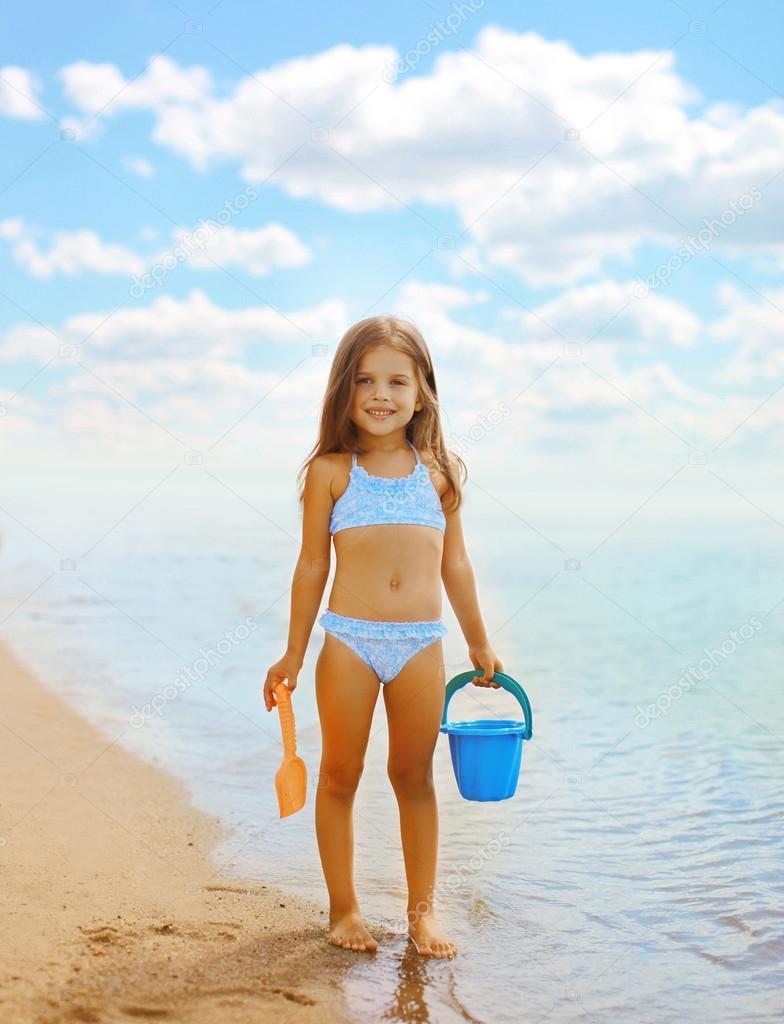 Фото девочек на пляже в купальнике 20 фотография