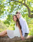Portrait young happy couple outdoors — Stock Photo