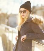 Portrait stylish hipster girl in a warm sunny day, street fashio — Stock Photo
