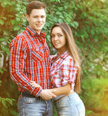 Portrait pretty young couple outdoors — Stock Photo