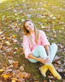 Pretty young girl posing in autumn day — Stock Photo