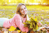 Portrait beautiful charming smiling girl in autumn season — Stock Photo