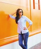 Summer fashion portrait pretty happy woman in sunglasses posing against colorful wall, street fashion — Stock Photo