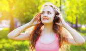 Summer fun lifestyle portrait young girl with headphones listeni — Stock Photo