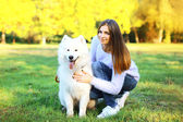Portrait happy woman owner and dog in the park — Foto de Stock