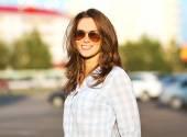 Fashion summer lifestyle portrait beautiful woman in sunglasses  — Stock Photo