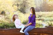 Mother and daughter walking in the park outdoors — Foto de Stock