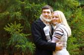 Christmas and people concept - happy pretty couple against chris — Stock Photo