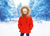 Little child outdoors in winter day — Foto de Stock