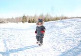 Happy child walking in sunny winter day — Stockfoto
