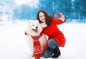 Winter, christmas, technology and people concept - happy woman a — Stock Photo