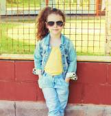 Fashion kid concept - stylish little girl child wearing a jeans — Stock Photo