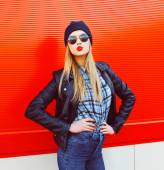 Portrait of fashionable blonde woman blowing lips with red lipst — ストック写真