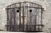 Old wooden door with damaged wall — Foto Stock