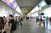 People at sky train station — Stock Photo