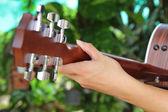 ギター奏者の手にクローズ アップ — ストック写真