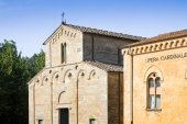 Typical Tuscany Romanesque church — Stock Photo