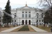 The main building of Tomsk State University in Russia by spring — Foto Stock