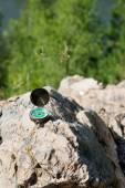 Analogic Compass Abandoned on the Rocks — Stock Photo