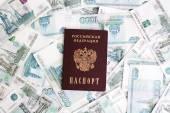 Peníze s pas — Stock fotografie