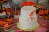 Wedding cake with figurines. — Stockfoto