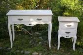Krásné klasické stolku. izolované na bílém. — Stock fotografie