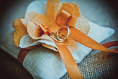 Gold wedding rings on the pincushion — Stock Photo
