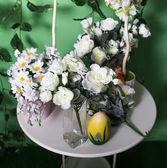Blumen auf dem tisch. — Stockfoto