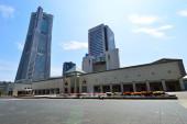 View plaza landmark tall buildings in Yokohama, Japan — Stock Photo