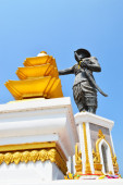 Statue of the King Chao Anouvong in Vientiane, Laos — Stock Photo