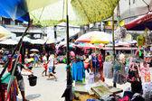 Baclaran market shoppers paradise in South Manila — Stock Photo