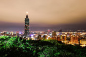 City skyline in night with famous 101 Tower and buildings in Taipei — Stock Photo