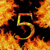 Digit number 5 five. Fire alphabet letter cracked isolated on black — Stock fotografie