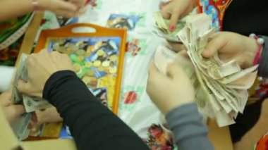 Charity fair, count bills and coins — Stock Video