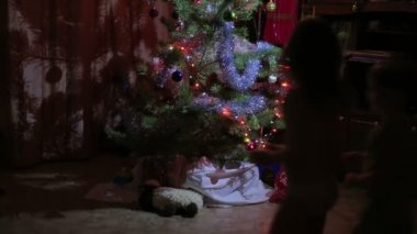 Children looking for gifts under the Christmas tree — Stock Video