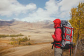 Adventure, travel, tourism, hike and people concept - man with backpack in mountain — Foto Stock