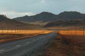 The road in the mountains of Altay. one of the few roads — Stock Photo