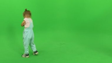 Little girl hesitates and laughs — Stock Video
