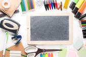 Attrezzature scolastiche con ardesia — Foto Stock