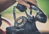 Woman is calling on old phone — Stock Photo
