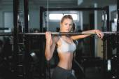 Girl in great shape in the gym — Stock fotografie