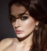 Beautiful sexy brunette woman evening make-up beauty portrait — Photo
