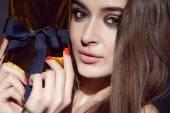 Beautiful sexy brunette woman evening make-up beauty portrait — Stockfoto