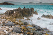 Vlny zřítilo na opilý bay beach — Stock fotografie