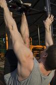 Uomo e barra orizzontale — Foto Stock