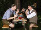 Due uomini bavaresi ubriachi — Foto Stock