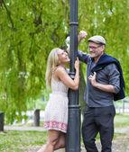 Pár v parku — Stock fotografie