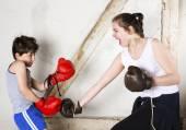 Garçon et fille de boxe — Photo
