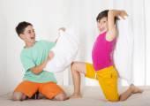 Pelea de almohadas — Foto de Stock